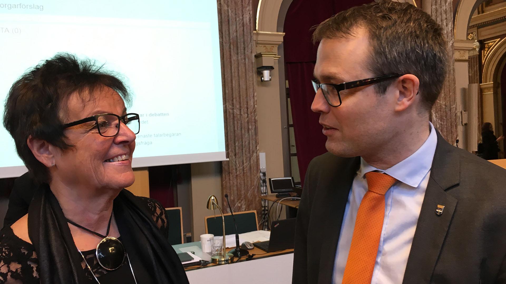 Inger Källgren Sawela och Patrik Stenvard på Kommunfullmäktige februari 2018