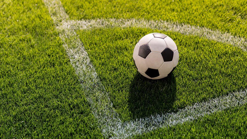 Fotboll på en fotbollsplan