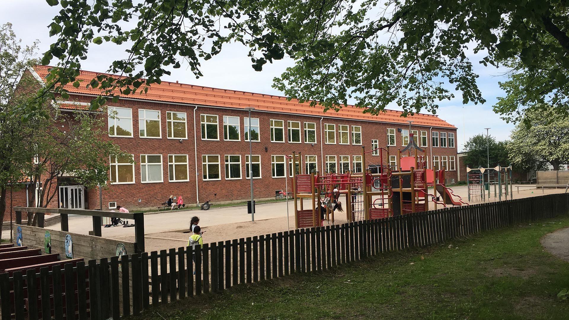 Solängsskolan sett från utsidan