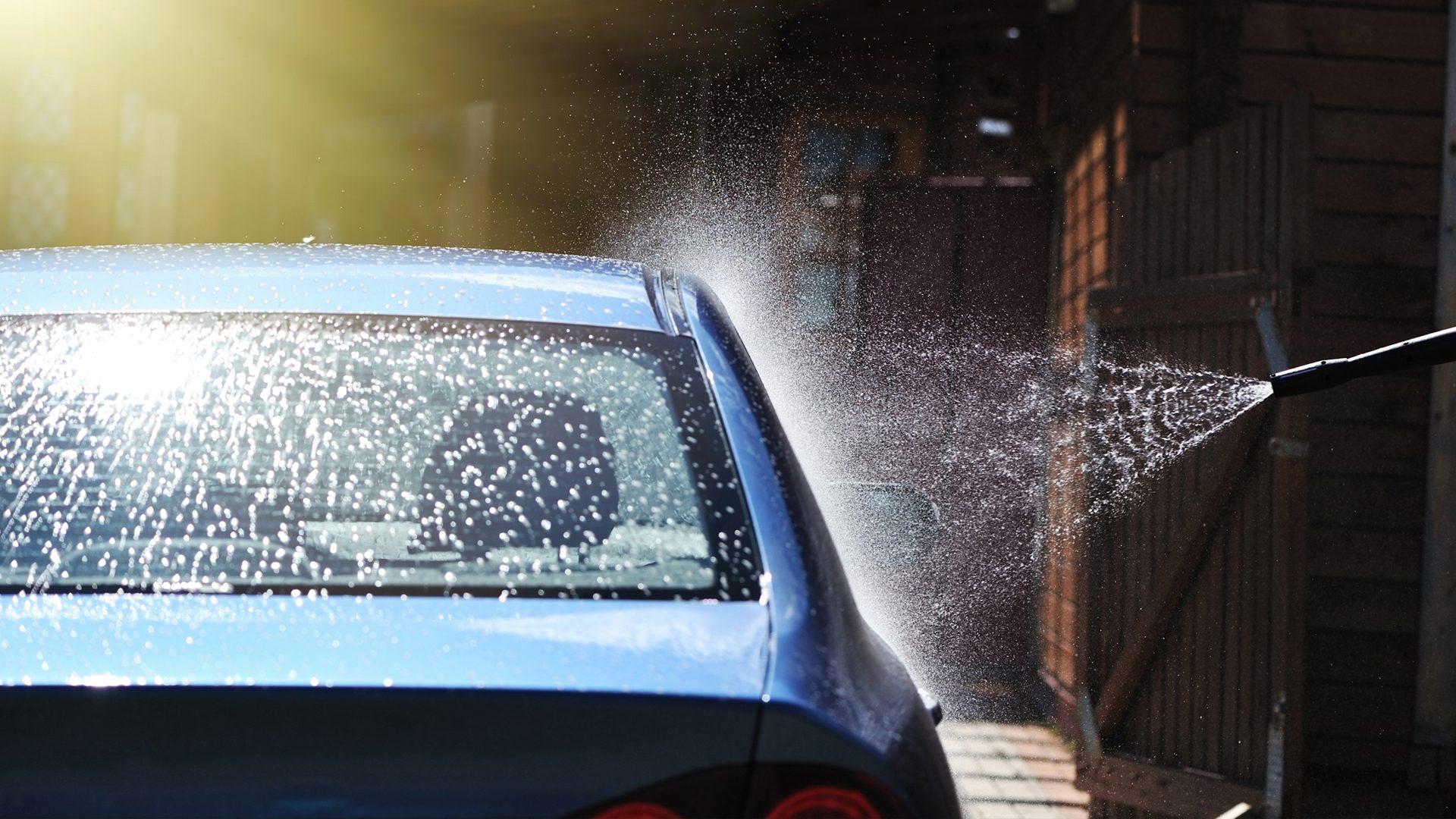 Tvätta bilen i biltvätt