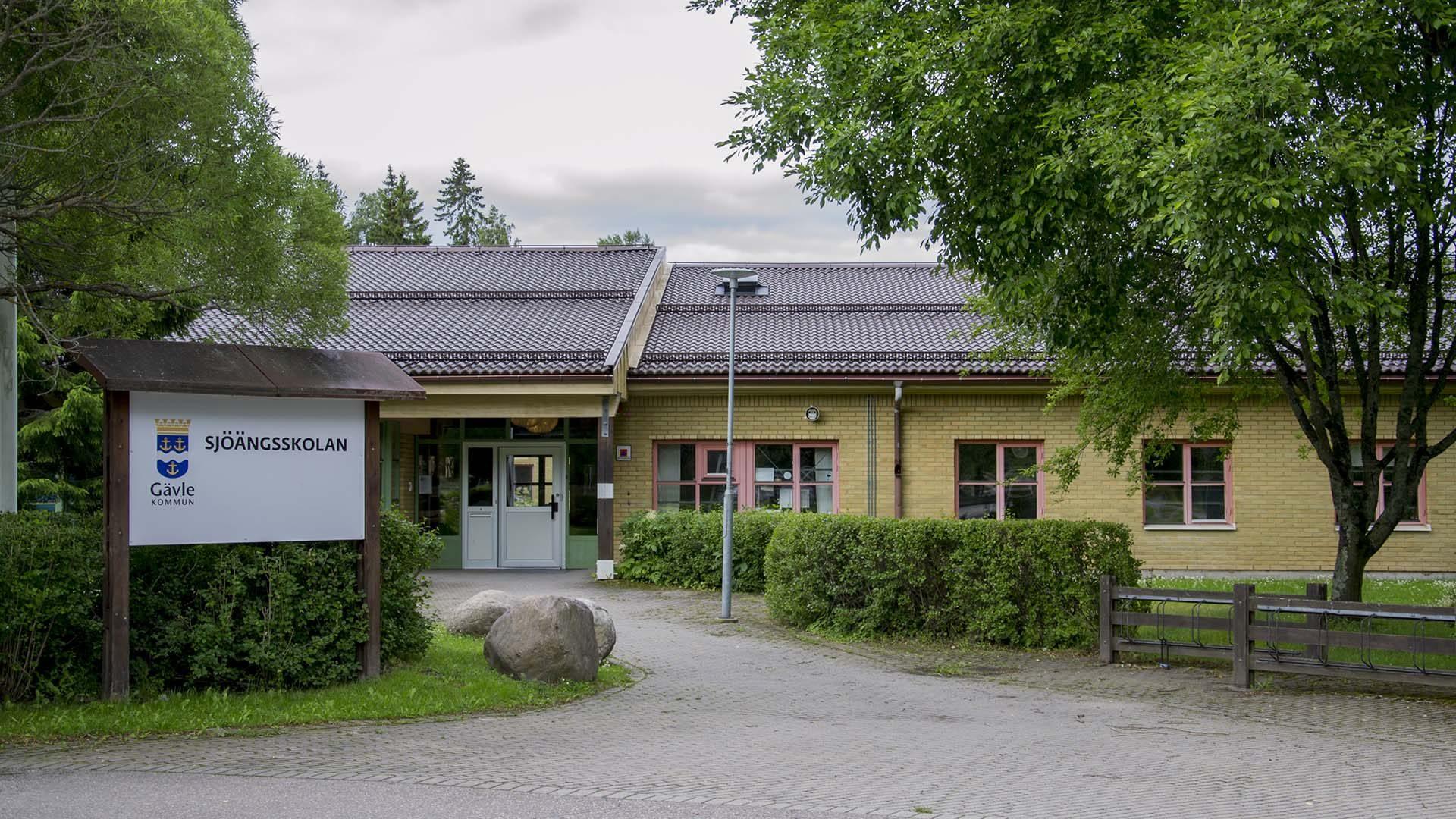 Sjöängsskolan från utsidan