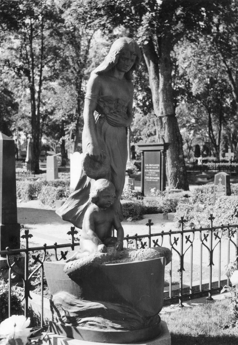 gravmonument_familjen_brodin_S_Swartling_1965_länsmuseet_matton_skulptör