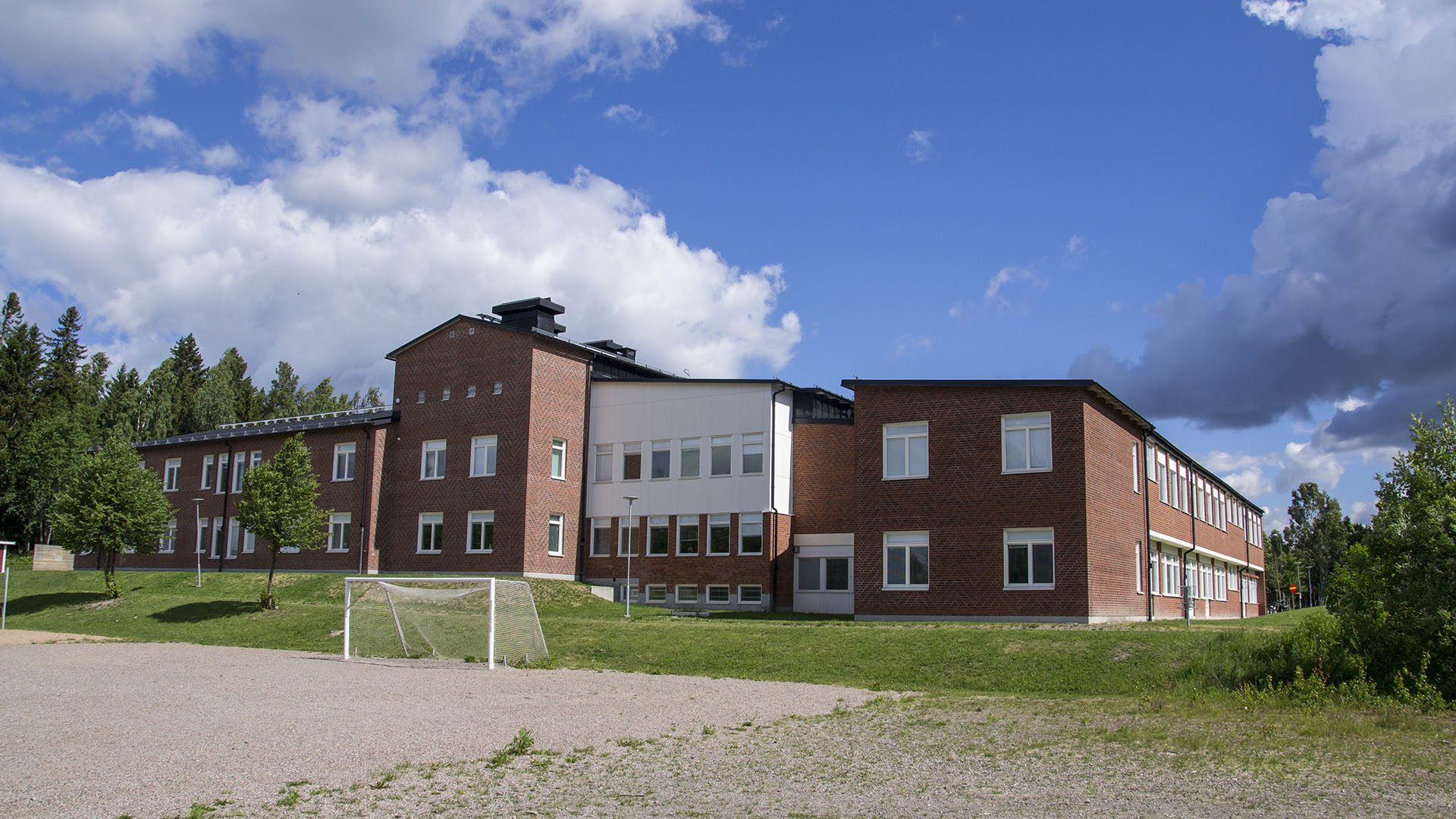 Exteriörbild på Bergby centralskola