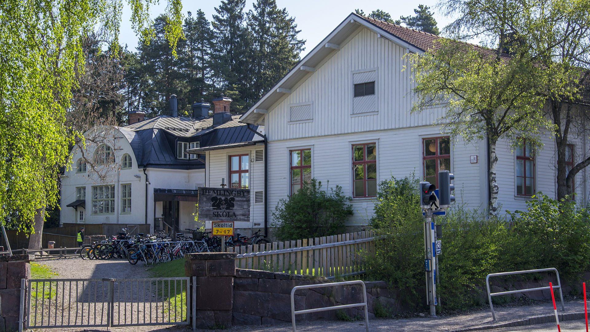 Exteriörbild på Hemlingby skola
