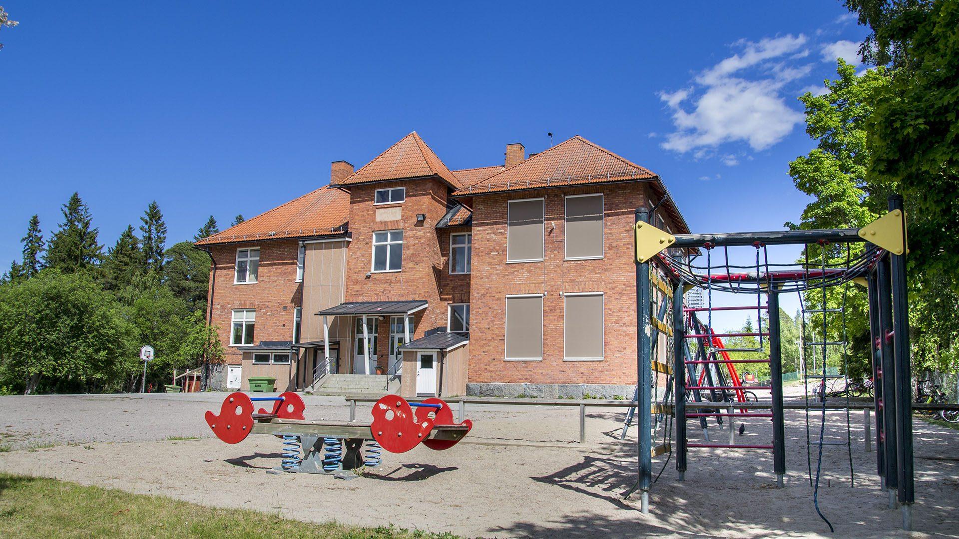 Exteriörbild på Ytterharnäs skola