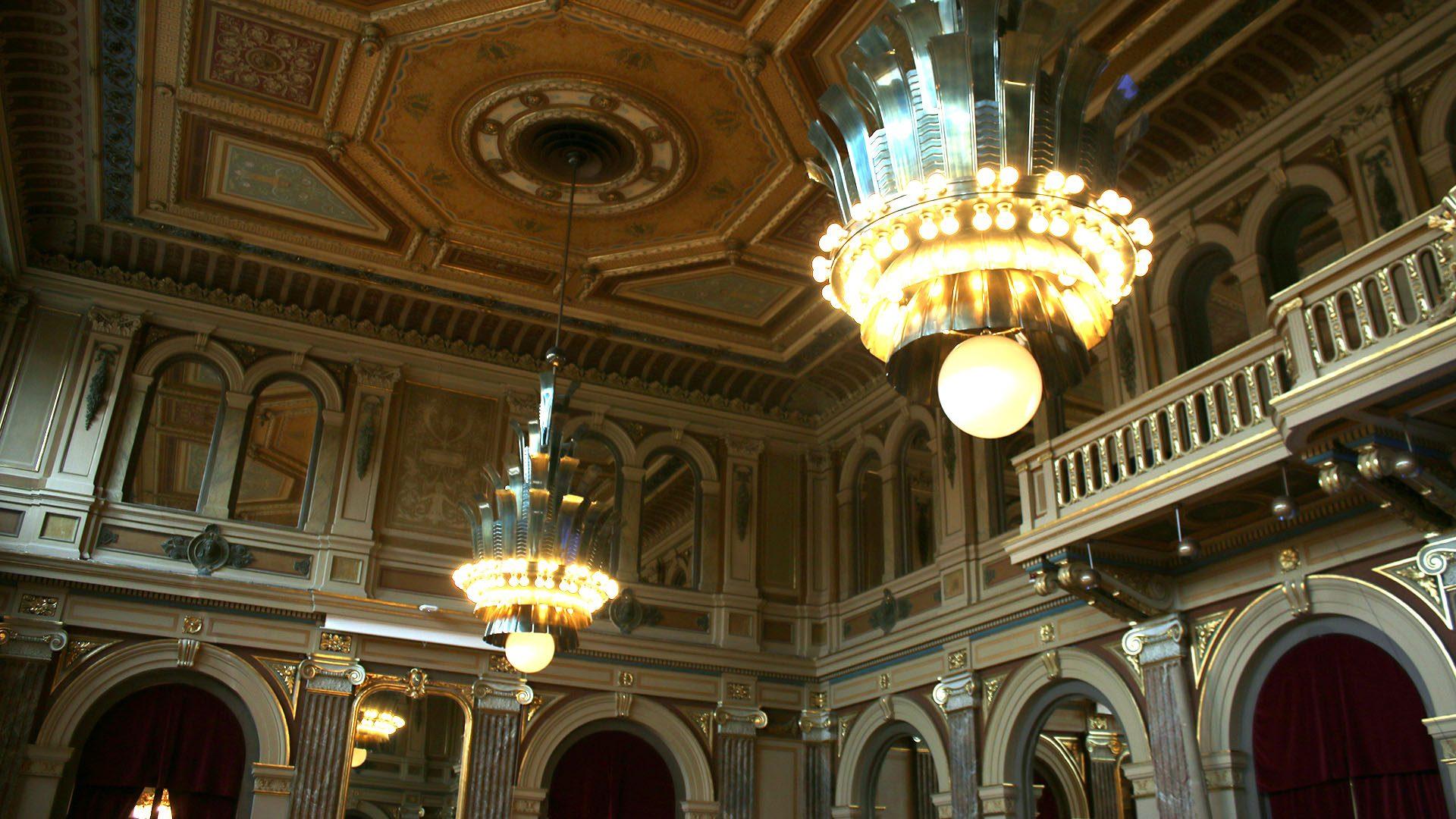 Spegelsalen i Gävle Stadshus där kommunfullmäktige sammanträder