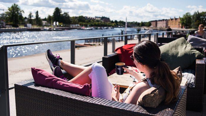 Gävlebo på café vid ån