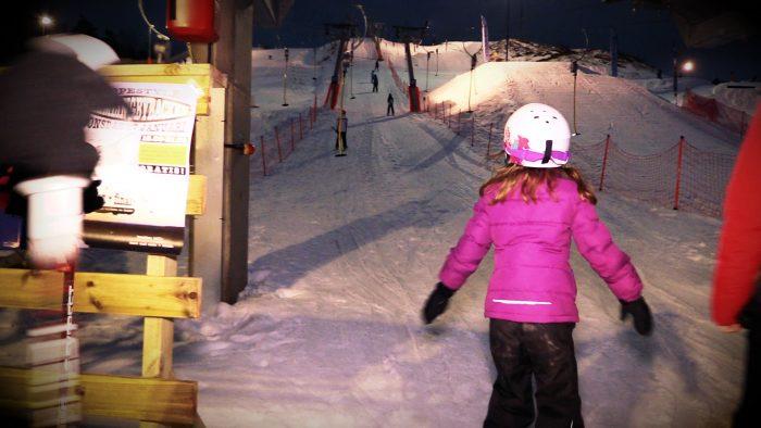 Barn vid skidliften i Hemlingbybacken