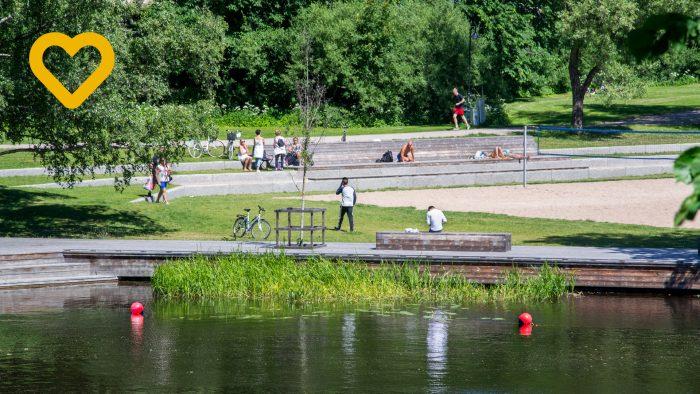 Ungdomar i Boulognerskogen en sommardag