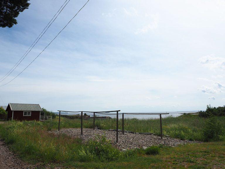 Ställningar för torkning av fiskenät i Gistvall