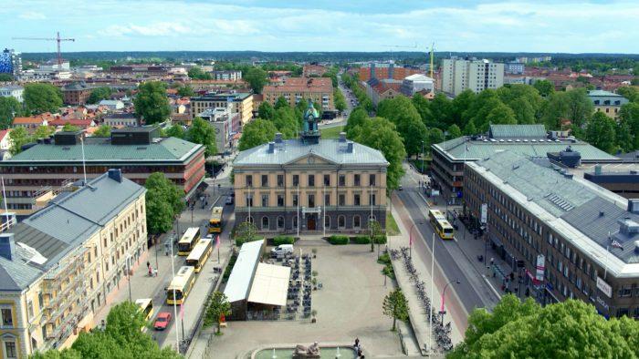 Flygbild över Gävle stad med Rådhuset i centrum.