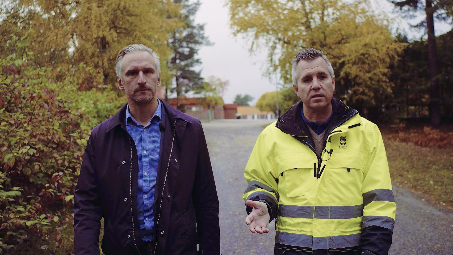 Jörgen Edsvik och Karl Blad på en gång- och cykelväg i Andersberg