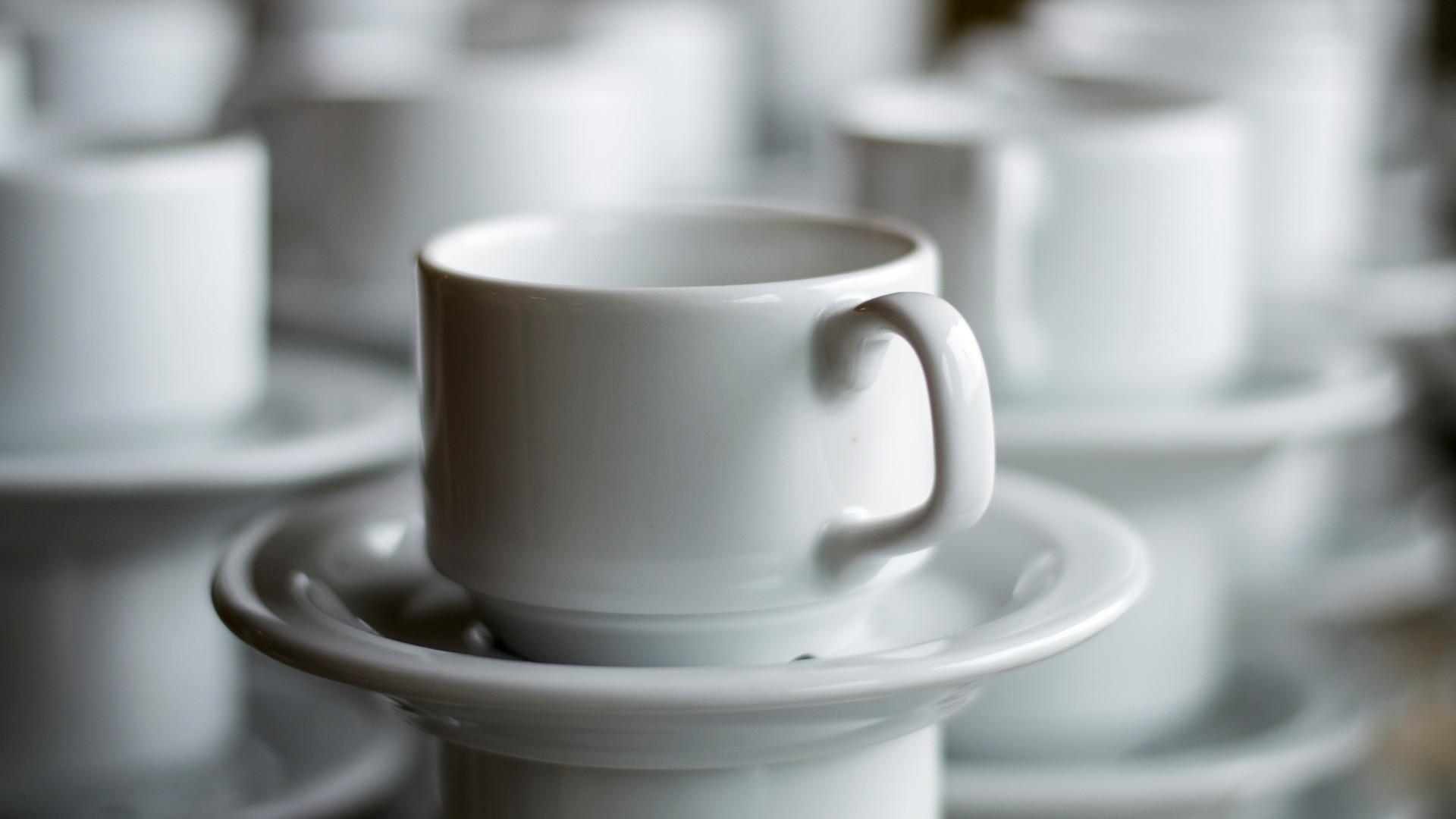 Kaffekoppar på rad.