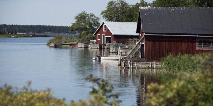 Brygga och båthus på Limön.