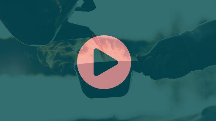Puffbild med playikon för Friluftsfilm.