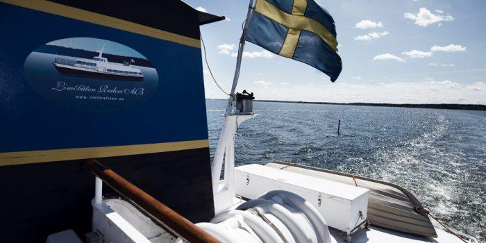 Limöbåten på tur över havet.