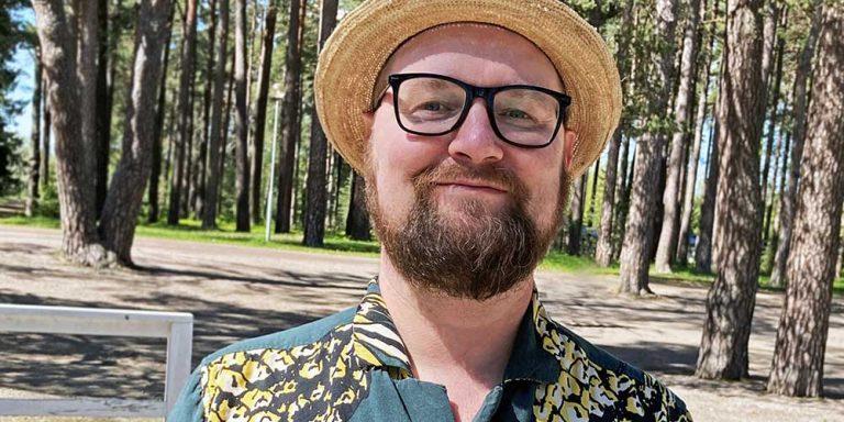 Författarporträtt Daniel Gustavsson.