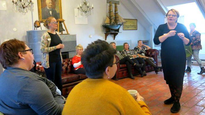 Vård- och omsorgspersonal får utbildning om språk och kultur